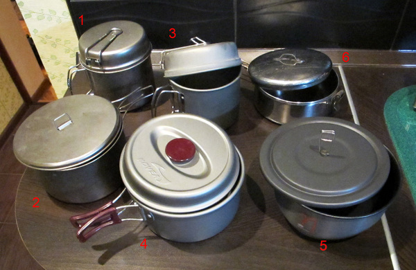 "Кострюльки, участвовавшие в тесте. 1. <a href=""http://www.snowpeak.com/cookware/backpacking/trek-1400-titanium-scs-009t.html"">Snow Peak Trek 1400 Ti</a>, 2. <a href=""http://www.evernewamerica.com/ECA424.htm"">Evernew ECA-424 Ti Non-Stick Pot</a>, 3. <a href=""http://www.kovea.ru/catalog/items/vkk-es01/"">Kovea Escape 1400</a>, 4. <a href=""http://www.kovea.ru/catalog/items/ksk-wh23/"">Kovea Hard Pot 1.8</a>, 5. <a href=""http://www.primuscamping.com/product.php?id=26"">Primus Eta Pot 1.7</a> и 6. <a href=""http://cascadedesigns.com/msr/cookware/basecamp-cookware/alpine-stowaway-pots/product"">MSR Stoway Pot 1.1</a>"